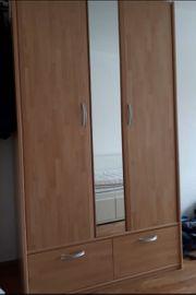 DRINGEND Kleiderschrank mit Spiegel