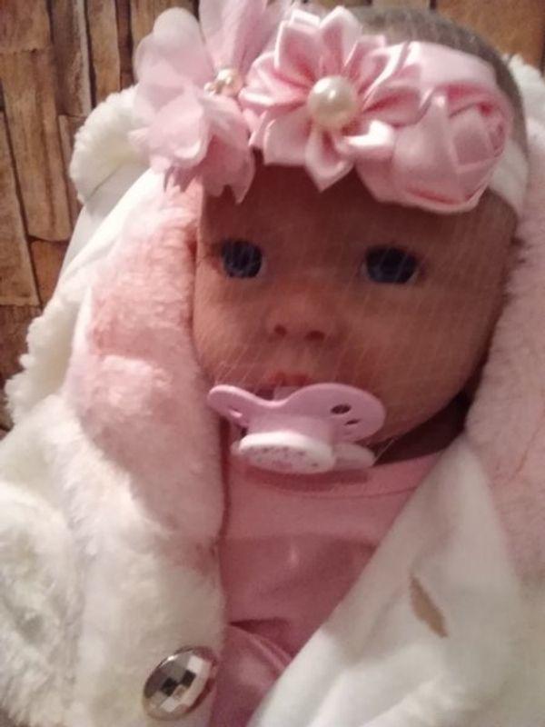 Vollsilikon Baby Puppe sehr schön