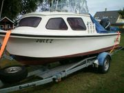 Angelboot Motorboot mit Außenborder und