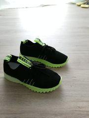 Nagelneue Schuhe ungetragen