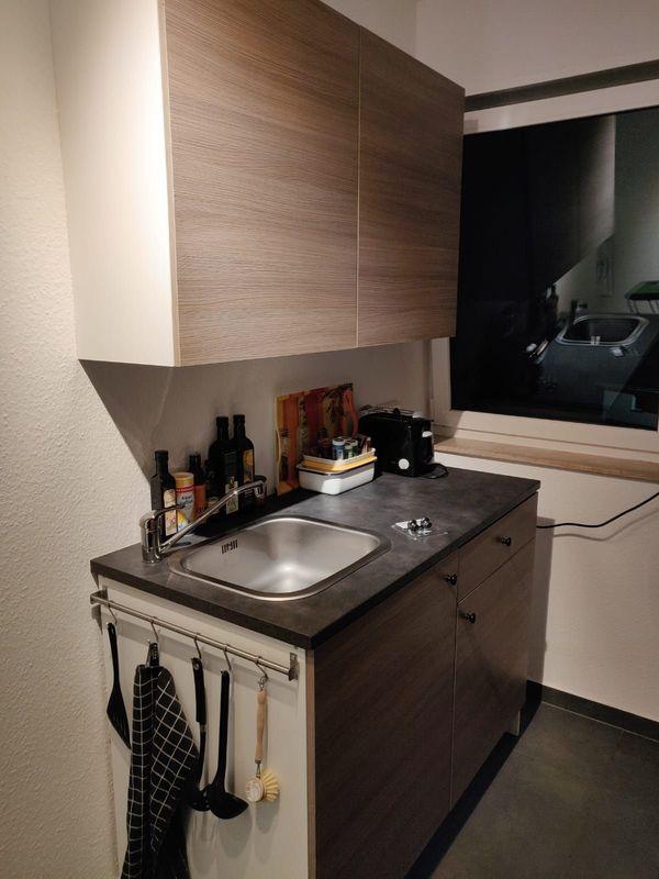Küche mit Oberschrank und Unterschrank, Spüle, Ikea Knoxhult ...