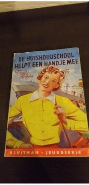 de huishoudschool helpt een hand