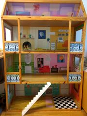 Puppenhaus für Barbiepuppen geeignet