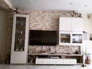 Wohnwand ohne Elektrogeräte und Zubehör