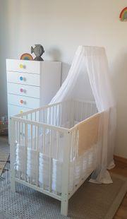 Babybett Matratze und viel Zubehör