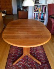 Ausziehbarer Esstisch aus Holz massiv