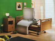 Weißes Pflegebett der Luxusklasse mit