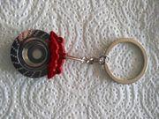 Schlüsselanhänger mit roten Bremssattel