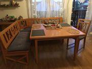 Eckbank mit Tisch und zwei