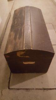 Holztruhe schwarz