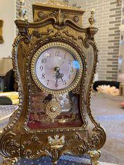 Antike Uhr mit Spieluhr