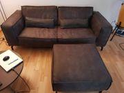 Sofa und Hocker plus Nierenkissen