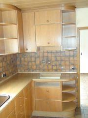 Gut erhaltene Einbauküche mit Kühlschrank