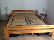 Doppelbett aus Holz ohne Lattenrost