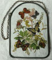Romantisches Fensterbild mit Schmetterlings-Blumenmotiven