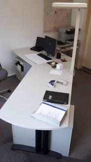 Chef - Schreibtisch - sehr repräsentativ