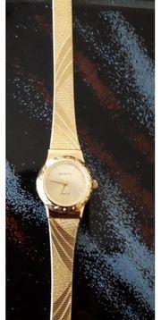 Goldfarbene Quarz Uhr