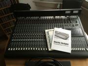 Mackie 8-Bus 24-8-2 Mixer Studio