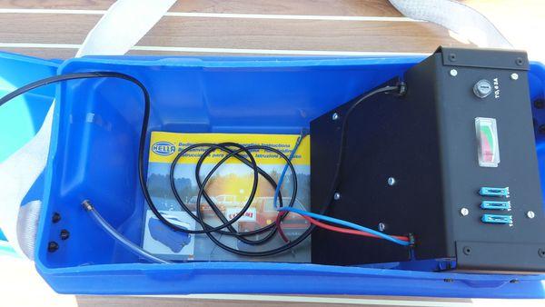 Batteriebox mit Ladegerät 12V
