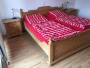 Doppelbett und 2 Nachtkästchen
