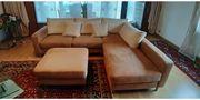Modernes Sofa mit Hocker