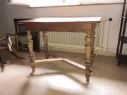 Tisch rechteckig antik mit gedrechselten
