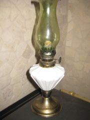 Zierliche alte Öllampe antik