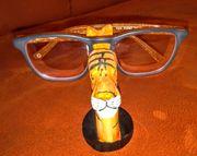Brillenhalter aus Holz handgeschnitzt in