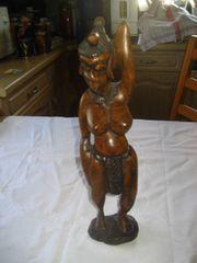 vollbusige afrikanische Frau Figur aus