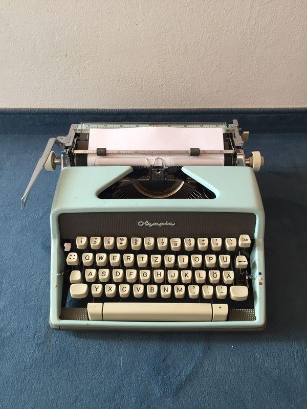 Schreibmaschine Olympia defektes Zugband