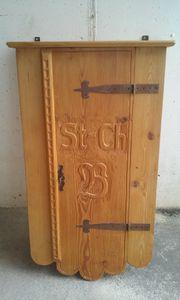 Hängeschrank aus antikem Weichholz