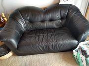 Biete 2-Sitzer Couch mit Sessel
