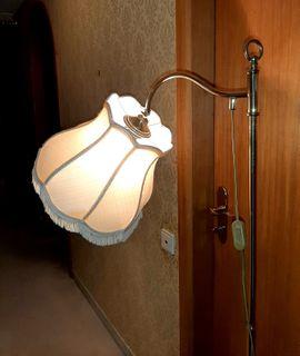 Stehlampe mit Fransenschirm und Messingfuss: Kleinanzeigen aus München Trudering - Rubrik Lampen