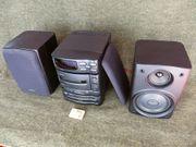 Kleine Stereo-Anlage mit pasenden Boxen -