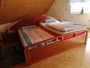 Doppelbett mit Nachtschränkchen Kirschbaum