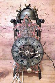 Antike Gothische Einzeiger-Konsolenuhr