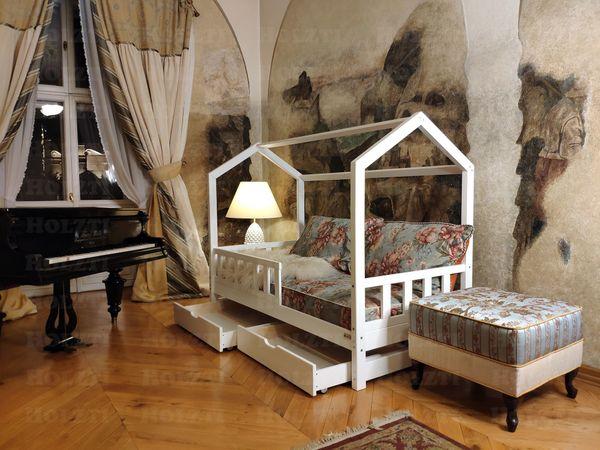 Hausbett Doppelbett aus Holz für