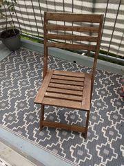 Balkonstühle und -tisch