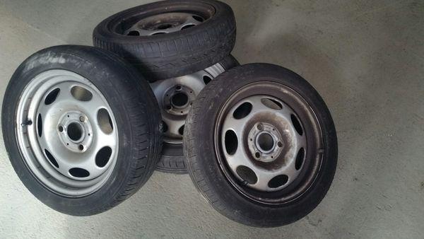 Stahlfelgen für Smart 451 - Stuttgart - 155/60 R15 T, Stahlfelgen. Verkaufe Stahlfelgen für Smart fortwo 451.Felgen sind mit Reifen, vorne 155/60/15 74T, hinten 175/55/15 77TEs geht mehr um die Felgen, die Reifen sind zwar drau, aber nicht mehr die besten. - Stuttgart