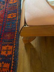 Asiatisches Bett mit Matratze und