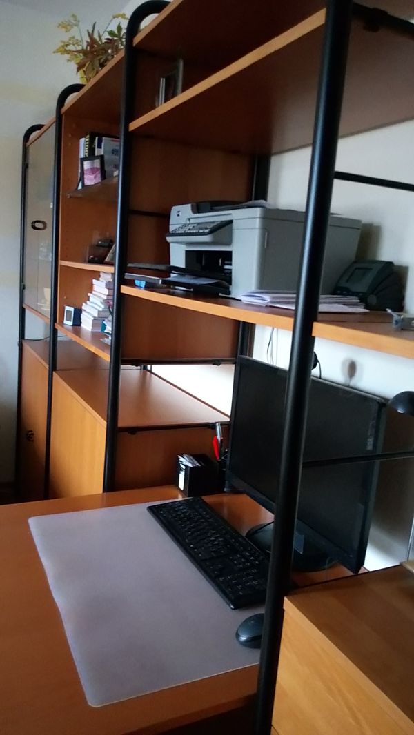 Wohnwand mit Computertisch