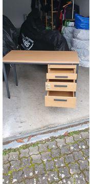 stabiler Schreibtisch für Groß und