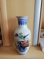 Vasen mit Vogelmotiv bemalt