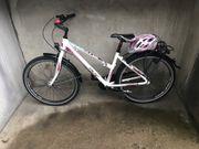 Mädchen Fahrrad Falter