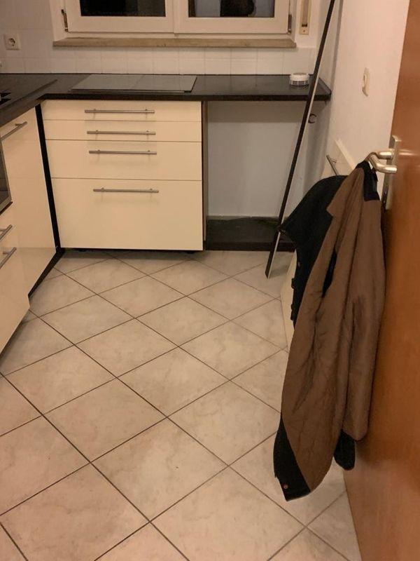 Einbauküche mit Elektro Geräten zu