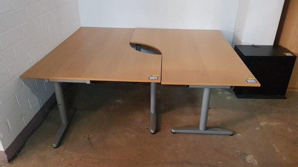Schreibtisch 160x120 2 mal vorhanden -
