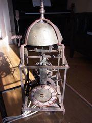 Antike Eisenuhr mit Waagbalken Schlagwerk