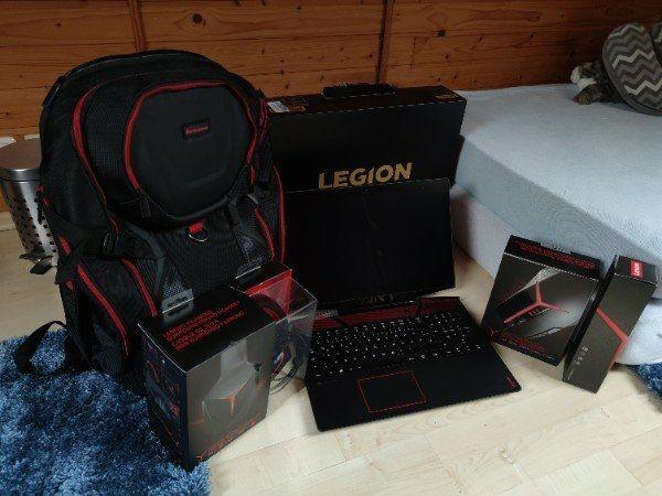 Lenovo Laptop mit Rucksack Maus