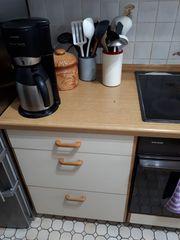 Einbauküche mit Elektrogeräte wegen Modernisierung