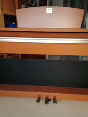 Yamaha Clavinova CLP-220 Digital-Piano
